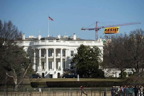 170125-greenpeace-resist-banner-ok-1059_8e9531022931864de559c802600b9aa0-nbcnews-fp-1200-800